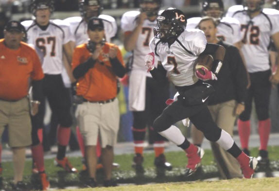 Lenoir City's Jaylond Woods (7) runs for a touchdown during their game against Farragut Friday, Oct. 19, 2012. (Photo by Wade Payne, Special to the News Sentinel)